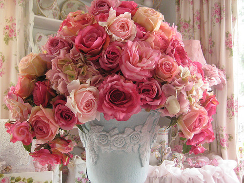 blue-vase-decoration-pink-pink-flowers-pink-roses-Favim.com-146109